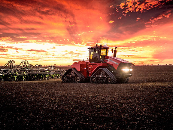 The case IH Steiger CVT doing circle work